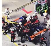 LE MANS miniatures Figurine Joest Porsche 1 pilote assis, 1 team manager, 1 tireur de corde