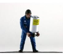 LE MANS miniatures Figurine Armand, refueller gauche Team Matra 1974