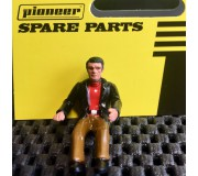 Pioneer FD201333 Figurine Pilote Peinte, Tenue Décontractée, Veste Noire, Chemise Rouge