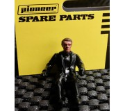 Pioneer FD201335 Figurine Pilote Peinte, Tenue Décontractée, Vêtements Tous Noirs