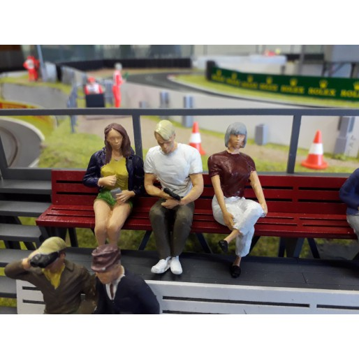 Slot Track Scenics Fig. 15 Seated spectators Pack B
