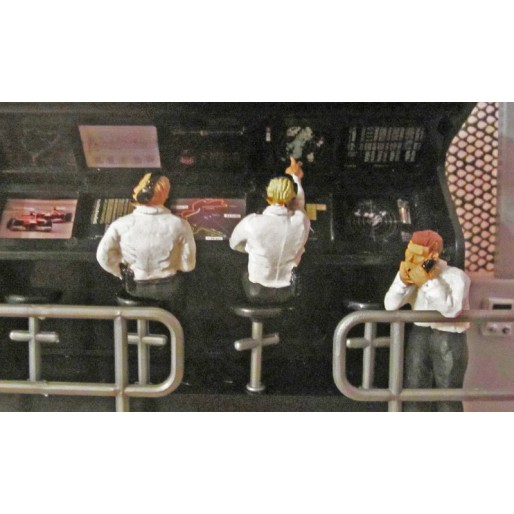 Slot Track Scenics Fig. 6 Pit Wall Figures Pack B