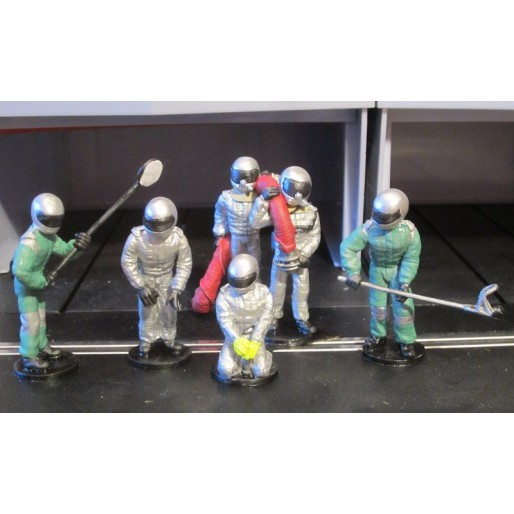 Slot Track Scenics SRAF 12 Pit crew get ready