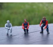 LE MANS miniatures Figure Joest Porsche 1 pneumatic jack mechanic, undoing & wrench kneeling mechanic