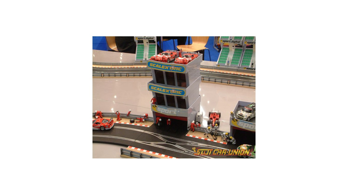 Scalextric Pit Garage for 1:32 scale slot car track C8321