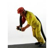 LE MANS miniatures Figurine Maurice, refueller droit
