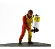 LE MANS miniatures Figurine Michel, refueller gauche